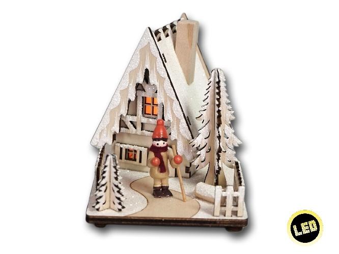 Winterszene Weihnachtshaus mit Beleuchtung