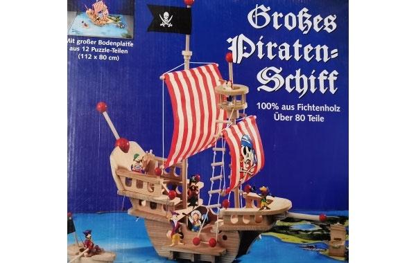 Großes Piratenschiff aus Fichtenholz